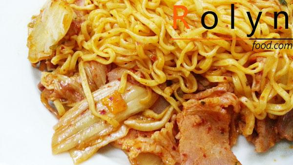 mỳ tôm xào kim chi - Rolyn Food (1)